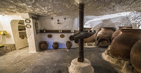 Dormir en una cueva en Alcalá del Júcar