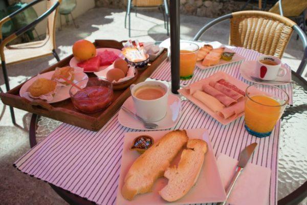 Suite temática en casa rural desayuno